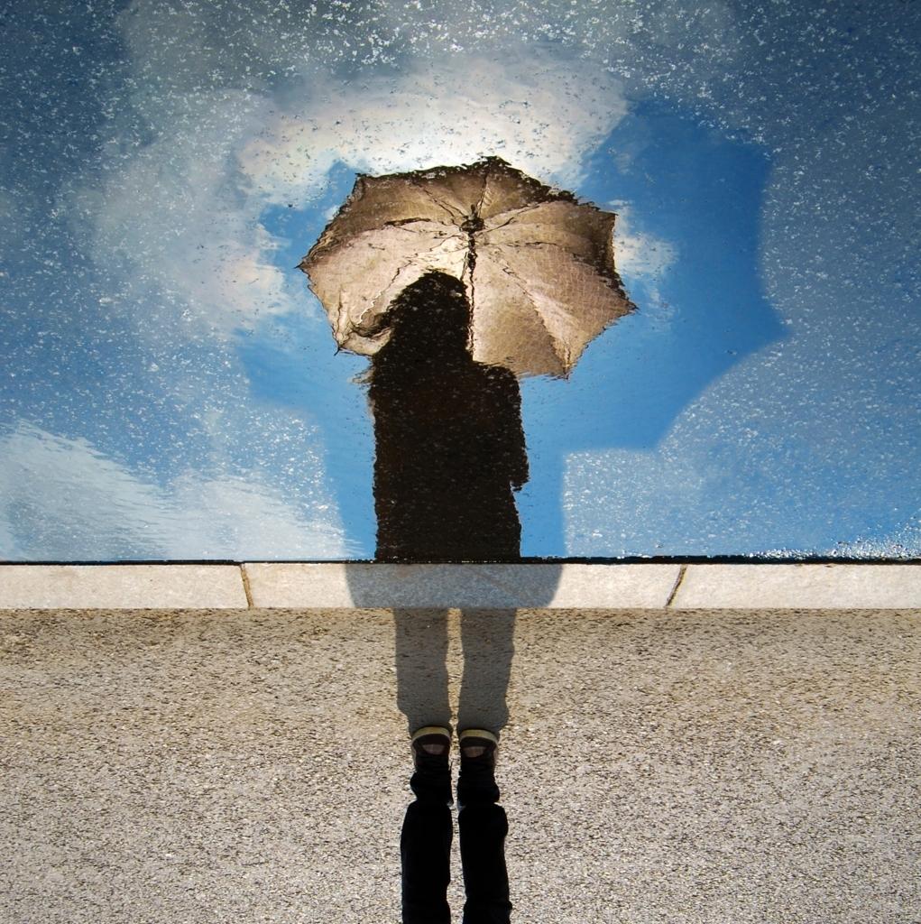 明日は晴れなのだ。雨だったら、その時は傘をさそう。