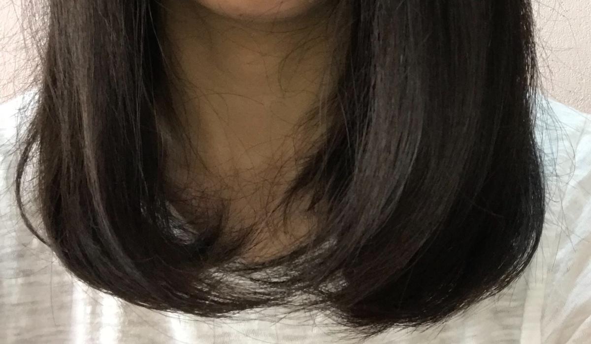 毛先が内側に向いた髪の毛