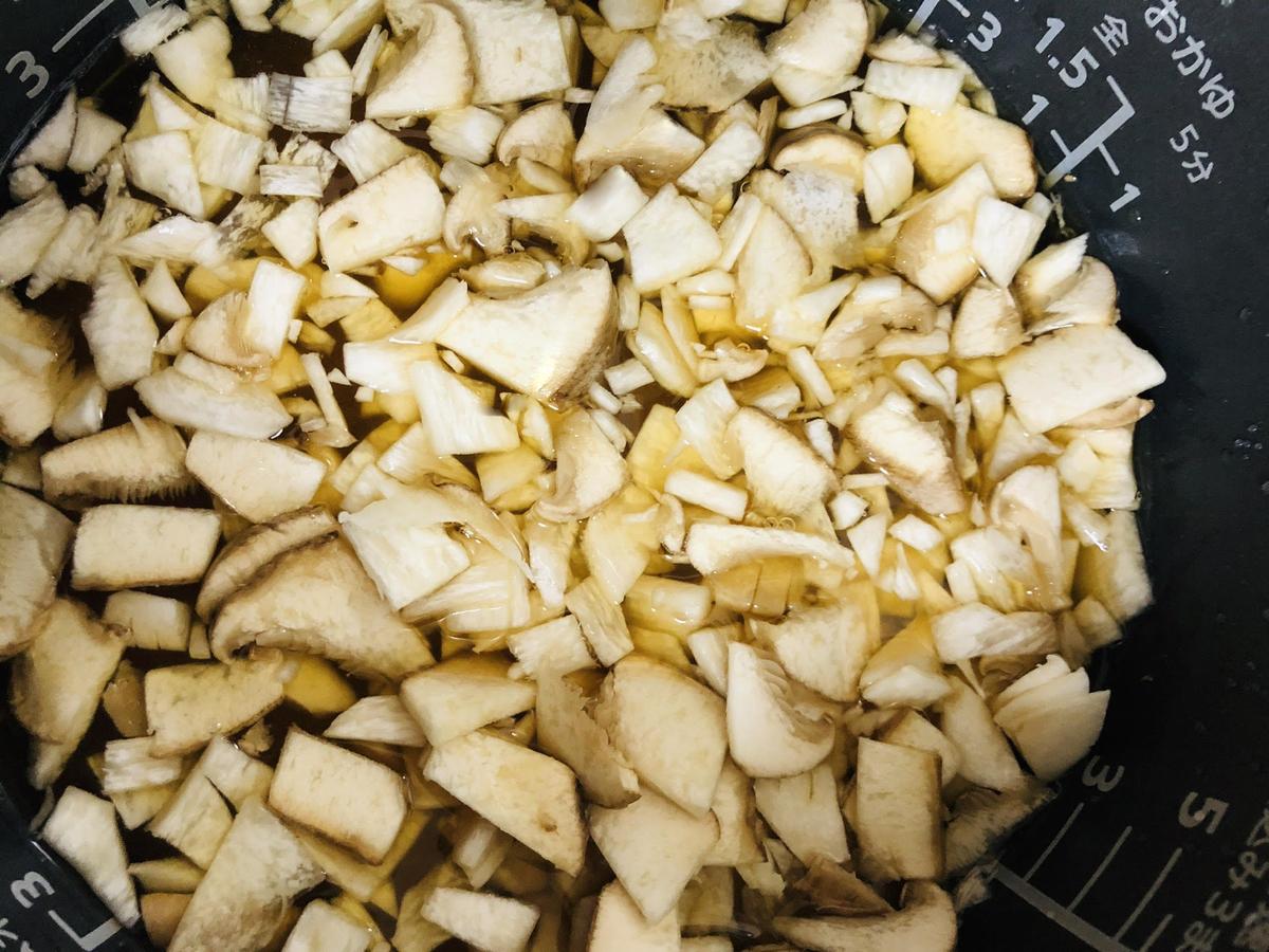 """エリンギで""""松茸風味""""の炊き込みご飯を作ろう"""