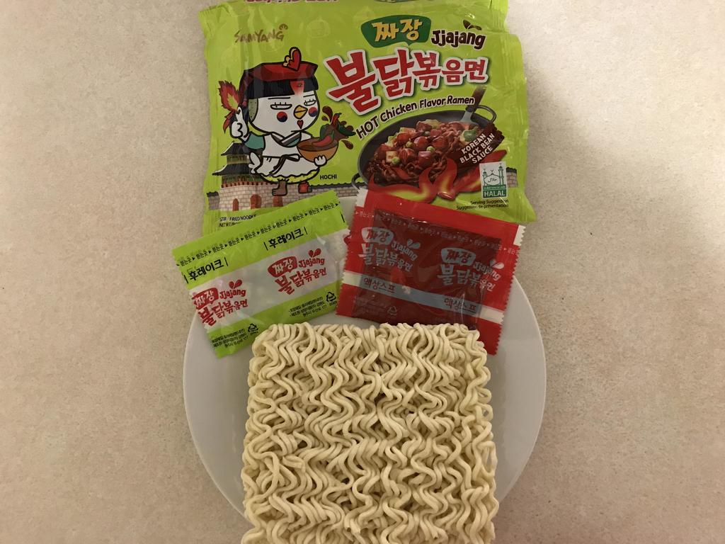 プルダックンポックンミョンジャージャー麺味の袋の中身