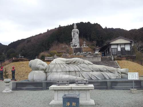 壷阪寺の大涅槃石像