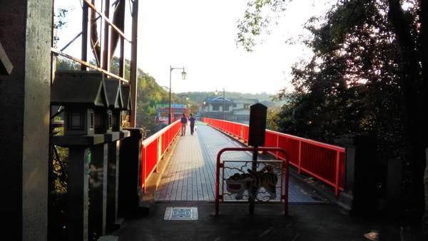 朝護孫子寺への橋