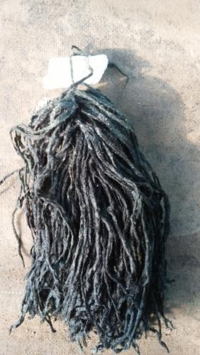 産卵床のアクリル毛糸