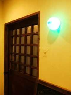 nest 入り口前ドアとライト