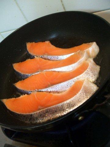 鮭 フライパン焼き