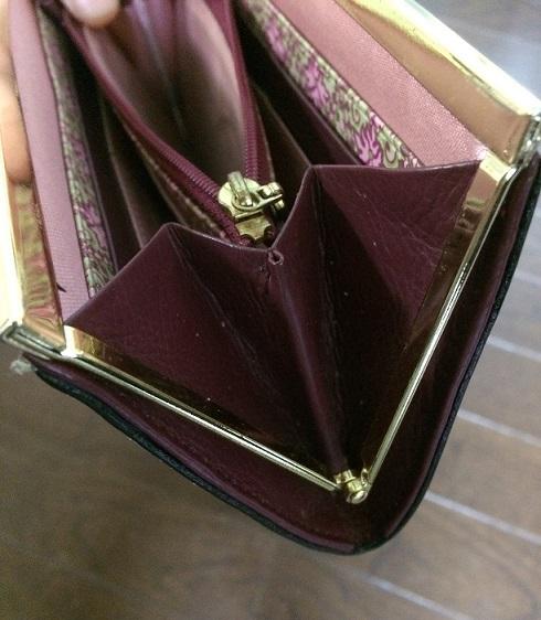 財布の側面の汚れ