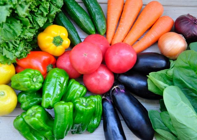 野菜は必ずきれいに水洗いをしましょう
