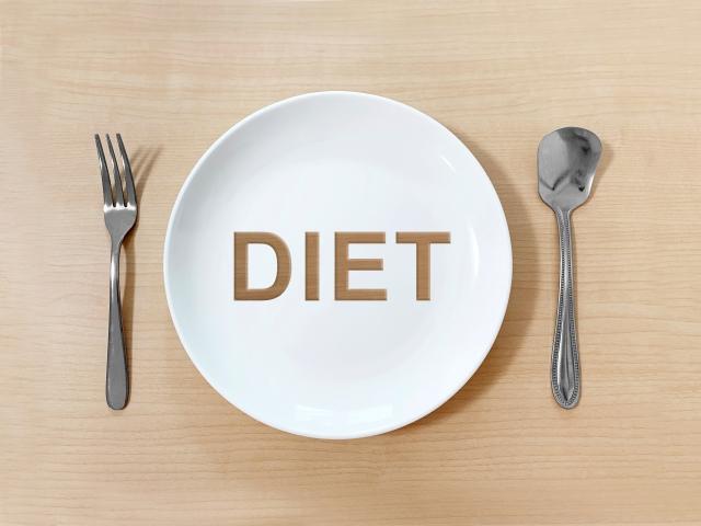 """<img src=""""drink.jpg"""" alt=""""ダイエットのためには糖類の摂取量を考えよう"""">"""