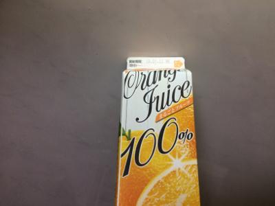 紙パックのオレンジジュース