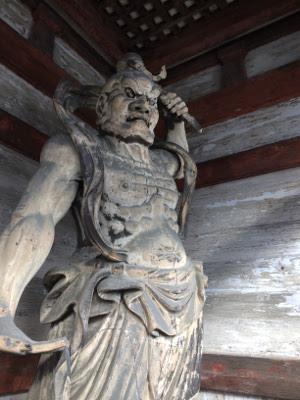 京都仁和寺の門にある阿像