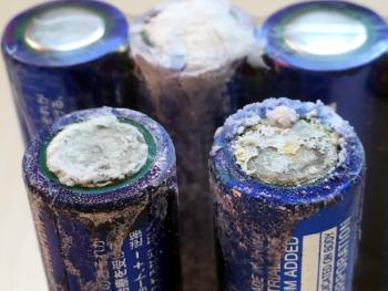 乾電池の液漏れ画像