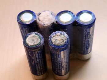未使用乾電池の液漏れ画像