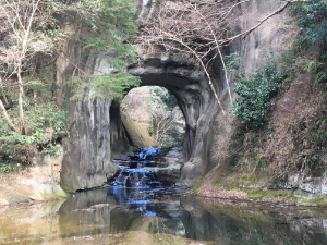 亀岩の洞窟に少し寄った画像