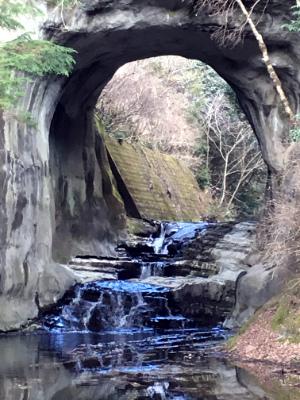 亀岩の洞窟の寄り画像