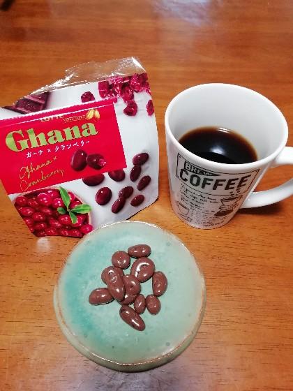 セブンイレブンのドリップコーヒーとチョコクランベリー