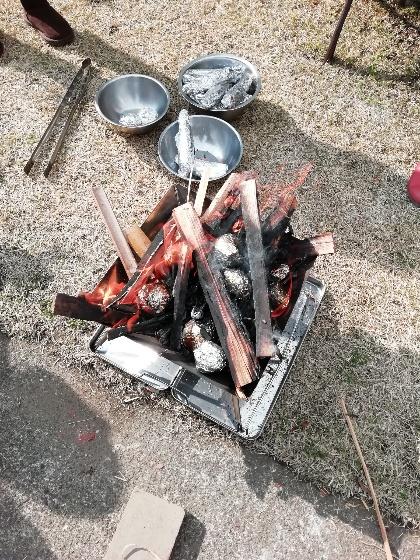 焚火台 焚火 薪 焼きいも 画像