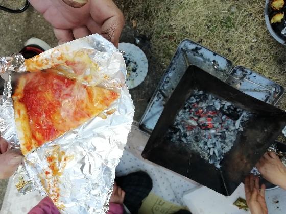 焚火 冷凍ピザ アルミ 画像