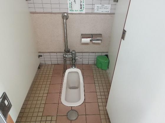 久留米ふれあい農業公園キャンプ場 トイレ キャンプ場 女子 和式 画像 写真 福岡県久留米市
