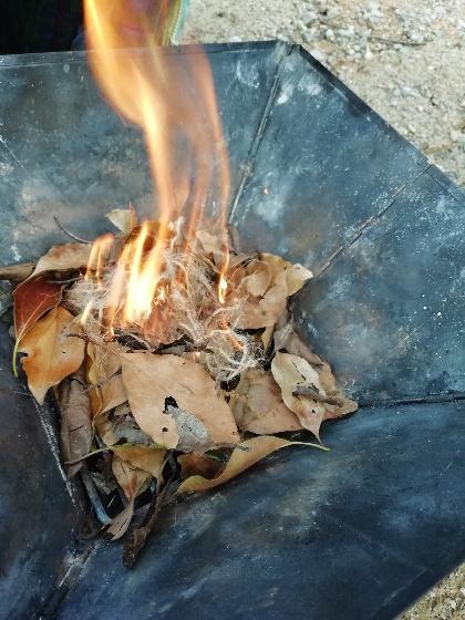 焚き火 麻ひも ファイヤースターター セリア アウトドア 写真 画像