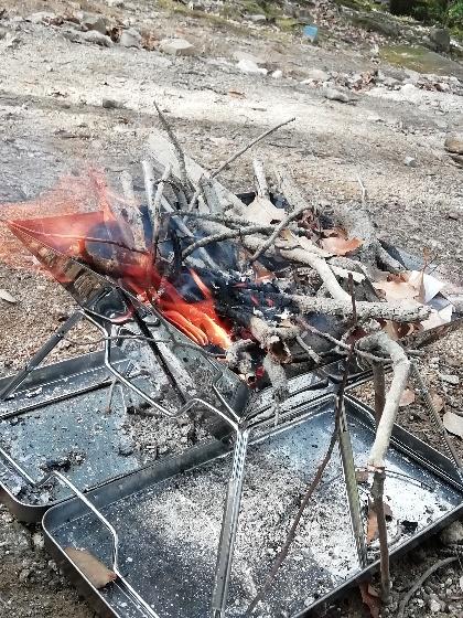 キャンプ アウトドア 焚き火 枝 麻ひも 葉 着火 ファイヤースターター 画像 写真
