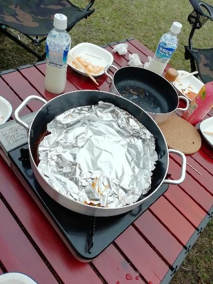 キャンプ アウトドア 冷凍パスタ おいしい 簡単 レシピ 写真 アルミホイル 蓋 画像 作り方
