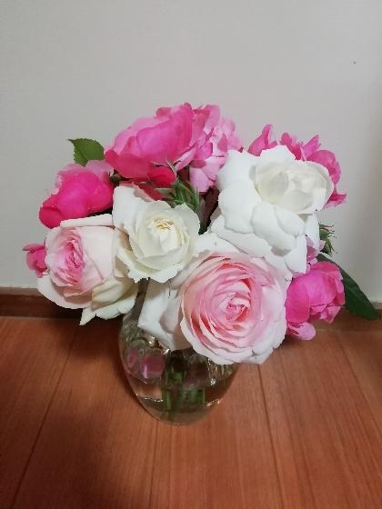 バラ ブーケ 花束 綺麗 ピンク 白 写真 画像 花瓶