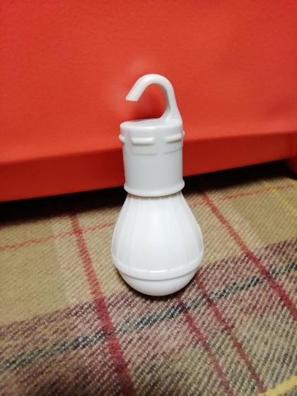 ダイソー ランタン 電球型ライト フック付き