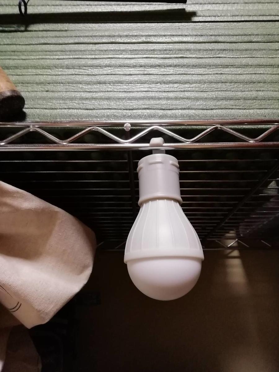 ダイソー ランタン 電球型ライト フック付き アウトドア キャンプ