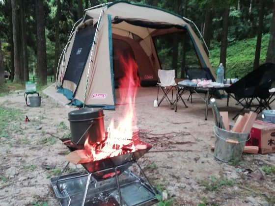 北山キャンプ場 アウトドア キャンプ 焚火 夏キャンプ 夏 画像 写真 コールマンタフスクリーン2ルームハウス