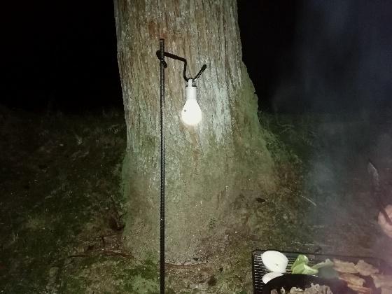 ダイソー 電球型ライト キャンプ アウトドア ランタン 代用 写真 画像