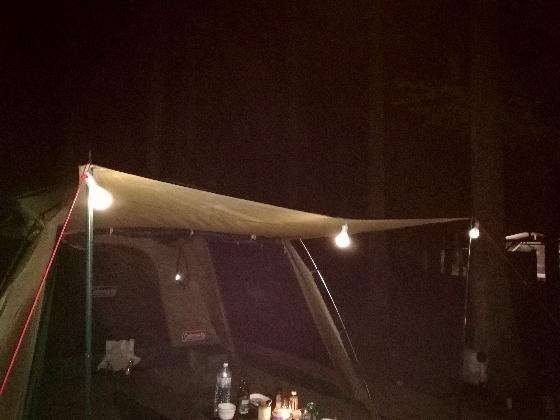 電球型ライト ダイソー 100均 キャンプ アウトドア 夜 ランタン 写真 画像