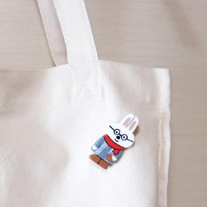 ハンドメイド クリーマ 手作り かわいい 粘土 アクセサリー ブローチ うさぎ メガネ 女の子 粘土アクセサリー 写真 画像 うさぎの女の子 雑貨
