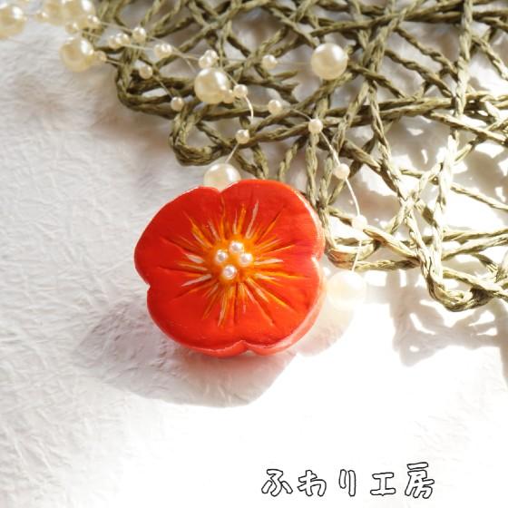 赤い 花 ブローチ 粘土アクセサリー 石粉粘土 石塑粘土 写真 画像