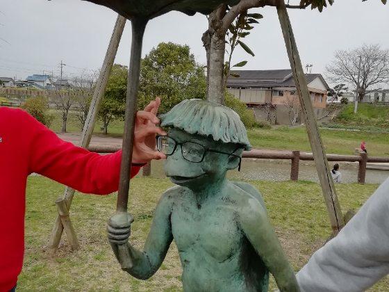 河童 かっぱ 銅像 傘 写真 画像 カッパ メガネ