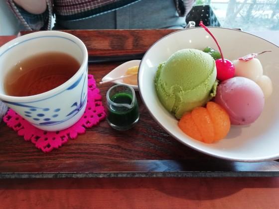 白玉 あんみつ 桜あん 写真 画像 おいしい かわいい ピンク ほうじ茶 抹茶ソース