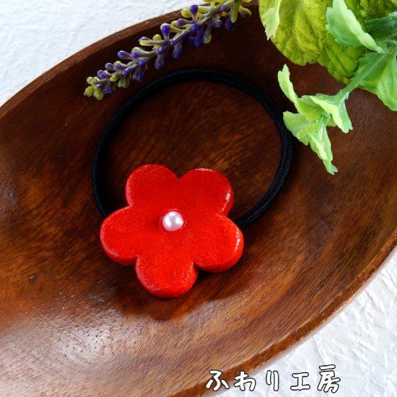 赤い花 陶土ブローチ オーブン陶土 写真 画像 ハンドメイド