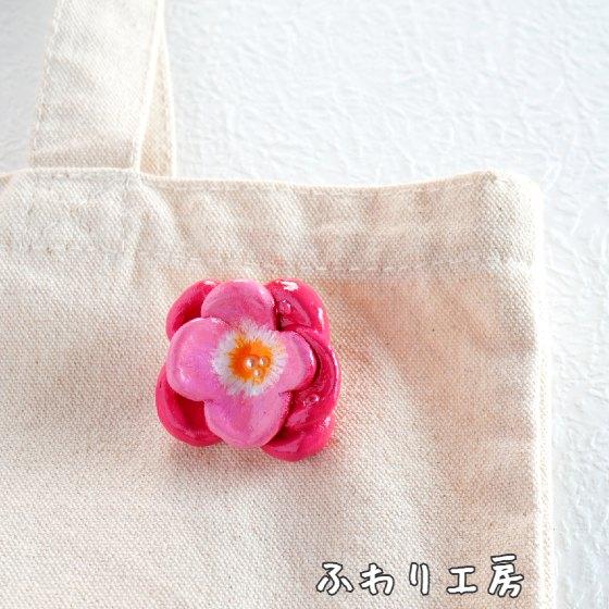 石塑粘土 石粉粘土 ピンクの花 ピンク 花 粘土アクセサリー 粘土ブローチ かわいい 写真 画像