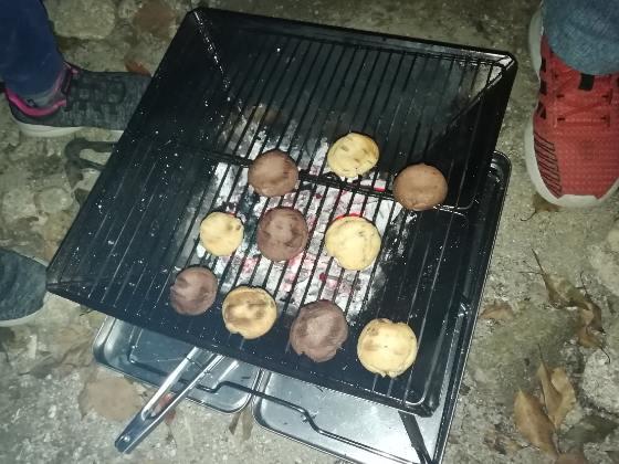 キャンプ カントリーマアム 焼く バーベキュー 炭火 写真 画像 おいしい