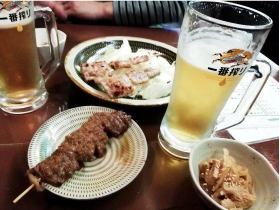 居酒屋 焼き鳥屋 さがり 写真 画像 サガリ ジョッキ 生ビール