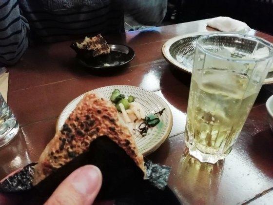 居酒屋 焼き鳥屋 焼きおにぎり 生ビール ジョッキ 写真 画像