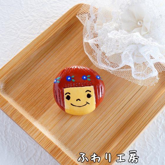 女の子 ブローチ 花 顔 かわいい 写真 画像 ハンドメイド 粘土アクセサリー