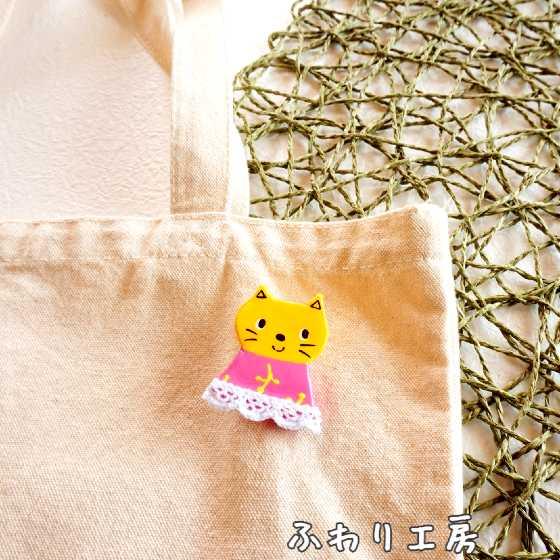 ハンドメイドアクセサリー 粘土アクセサリー 猫 ピンク ブローチ 粘土 手作りブローチ 写真 画像 ハンドメイドブローチ 北欧