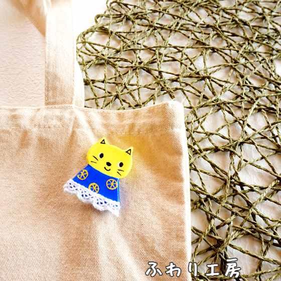 ハンドメイドアクセサリー 粘土アクセサリー 猫 青 ブローチ 粘土 手作りブローチ 写真 画像 ハンドメイドブローチ 北欧