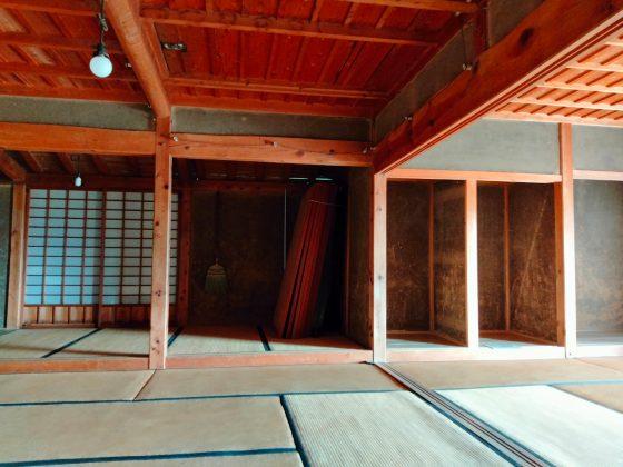 筑前町 安の里公園ふれあいファーム 写真 画像 藁ぶき屋根 部屋の中