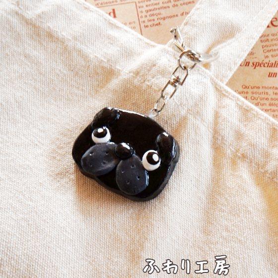 黒パグ パグ 犬アクセサリー 犬雑貨 立体 石塑粘土 粘土 粘土アクセサリー ハンドメイド 画像 写真