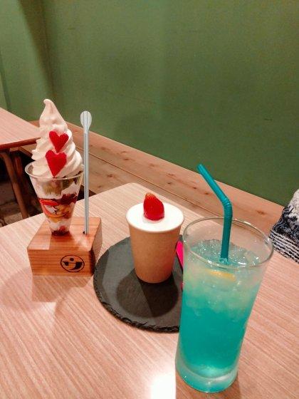 八女 ウメノ商店 昭和レトロ カフェ 机 学校 椅子 写真 画像 スイーツ