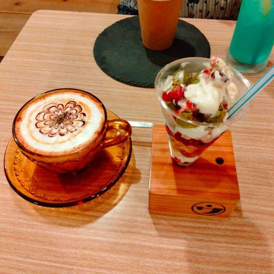 八女 ウメノ商店 昭和レトロ カフェ 机 学校 椅子 写真 画像 スイーツ チャイ
