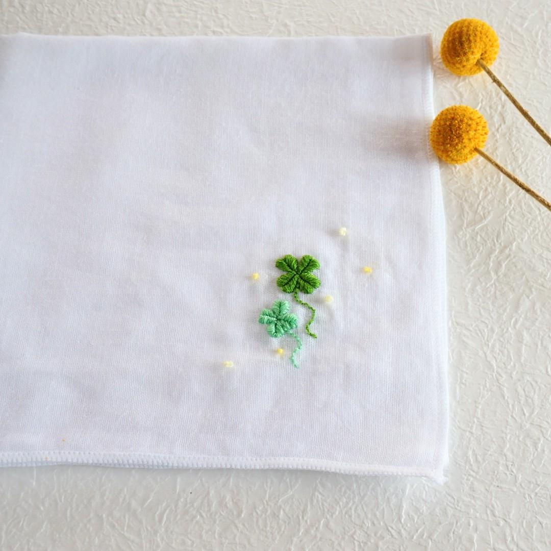 ハンドメイド ハンカチ ガーゼ 四つ葉のクローバー 刺繍 写真 画像