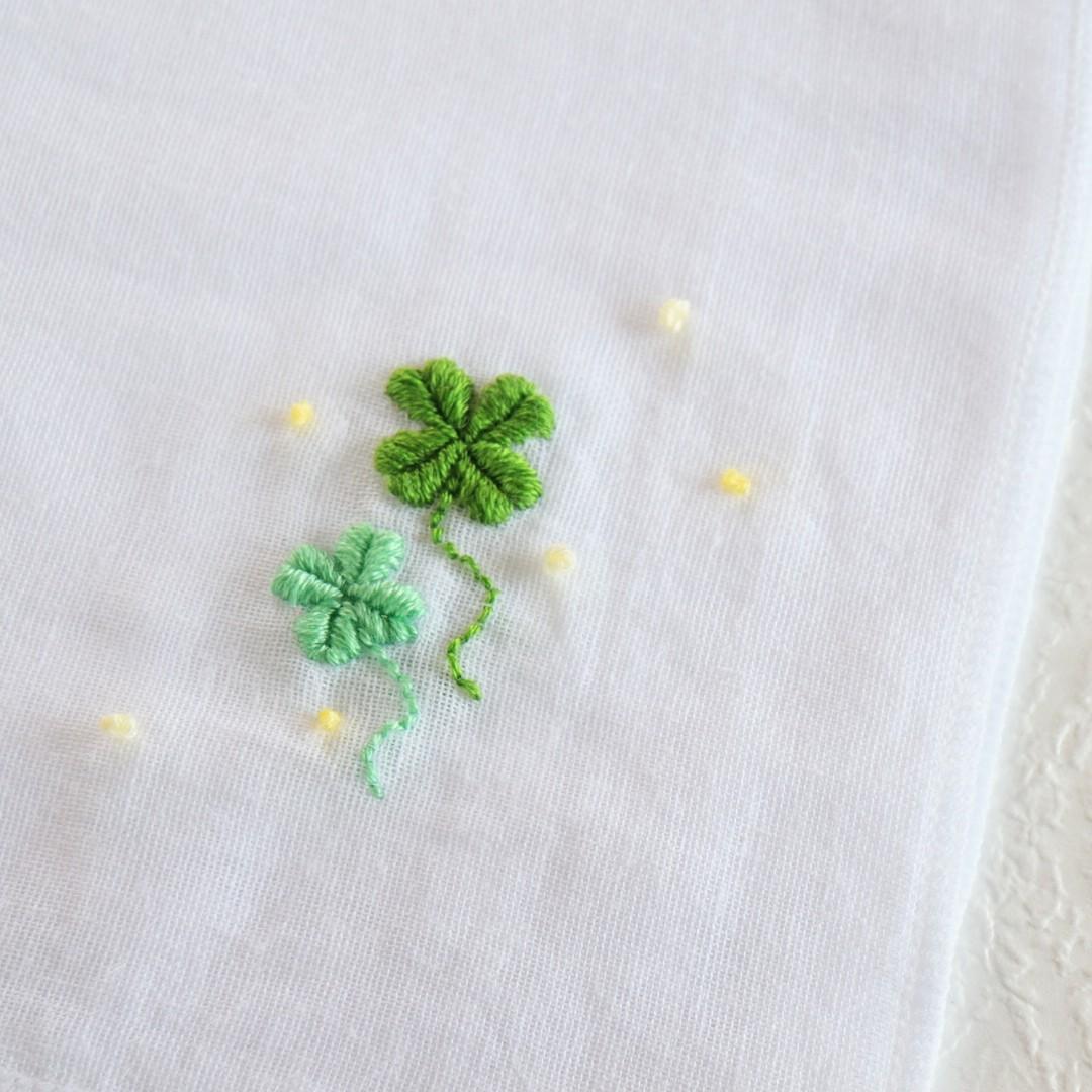 ハンドメイド ガーゼ ハンカチ 刺繍 四つ葉のクローバー 写真 画像