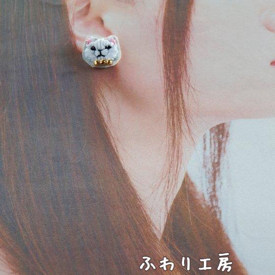 ハンドメイド 刺繍 猫 ピアス 手作り ものづくり 写真 画像 白猫 minne